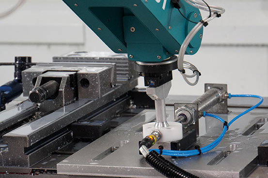 fruitcore-robotics---Roboter-für-Fügetechnik