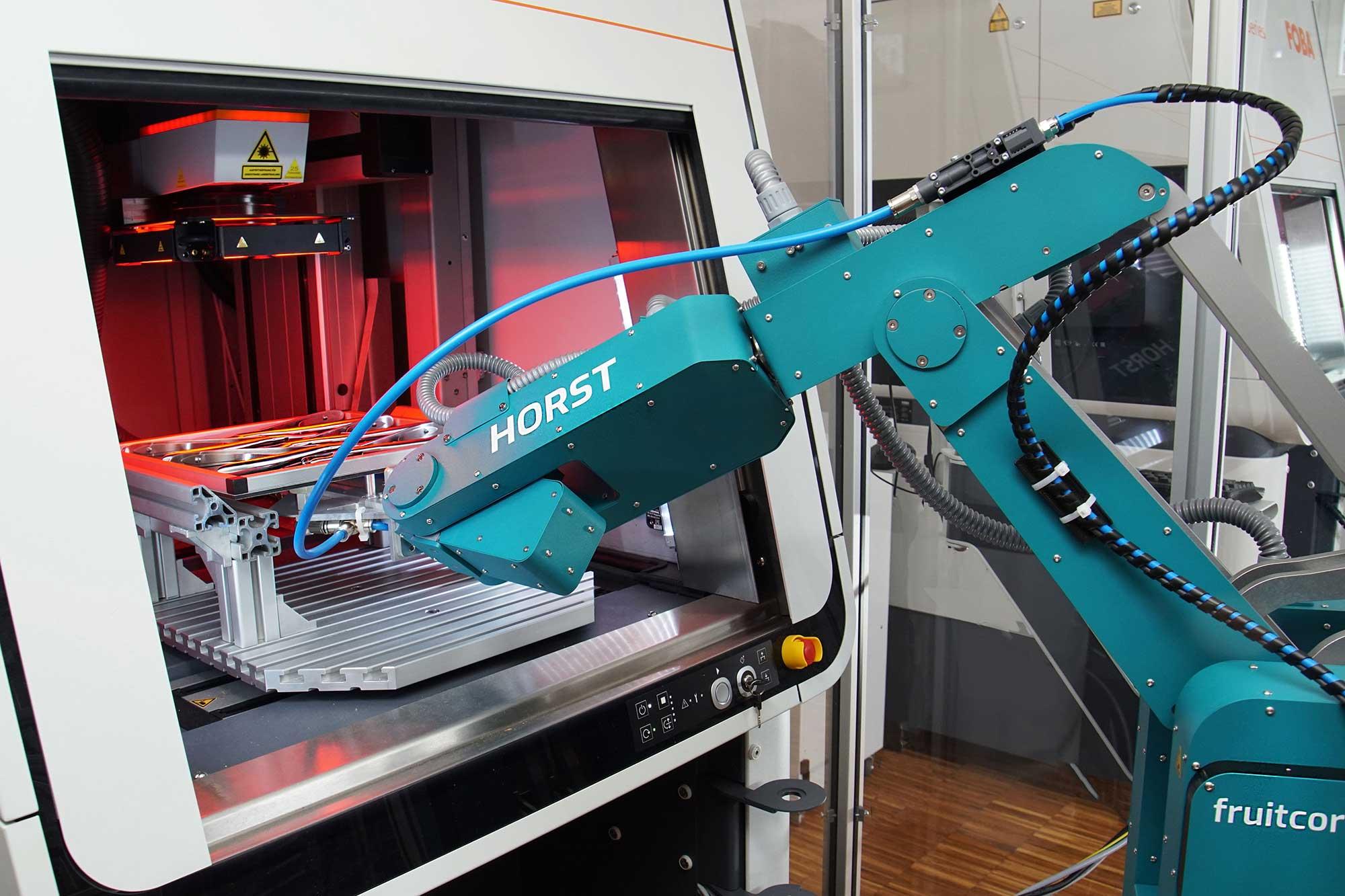 fruitcore-robotics-Roboter-für-Kunststoffverarveitung-Zuführen-1